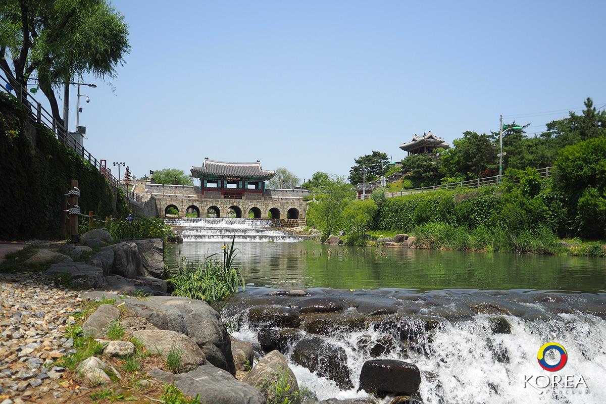 Buksumun Floodgate Hwahongmun