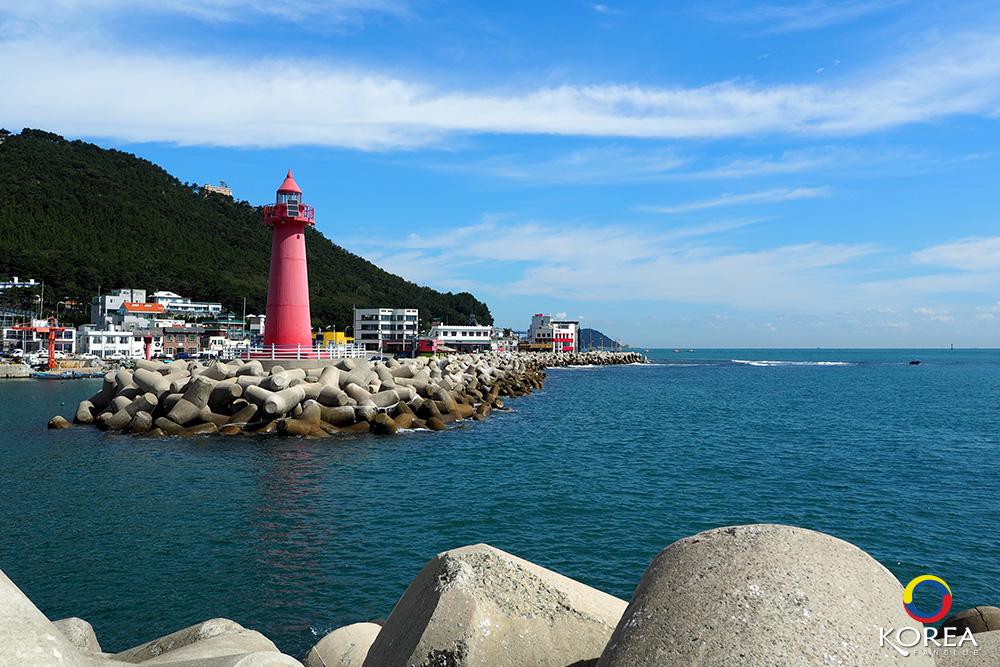 Cheongsapo Lighthouse ประภาคารขาวแดง