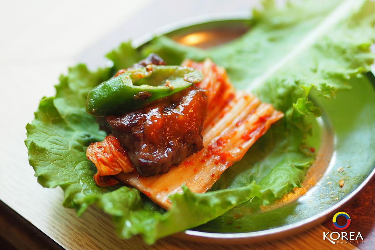 เนื้อย่างเกาหลี คือ ซอสพริก ซัมจัง (쌈장)