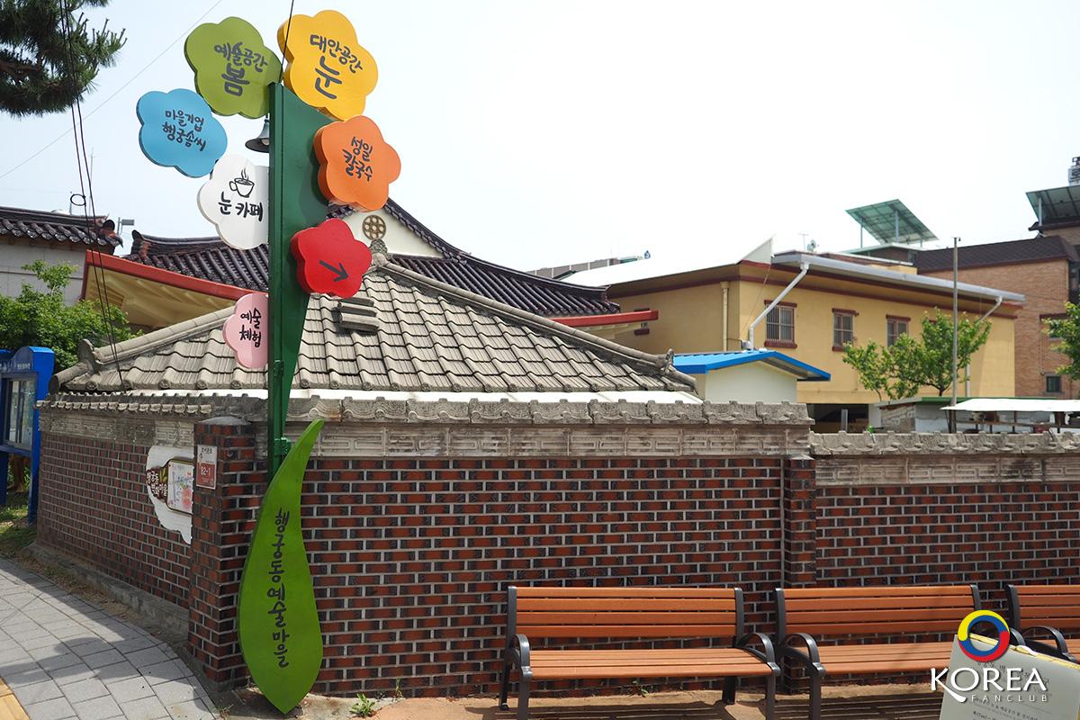 หมู่บ้านศิลปะ Haenggung-dong Mural Village